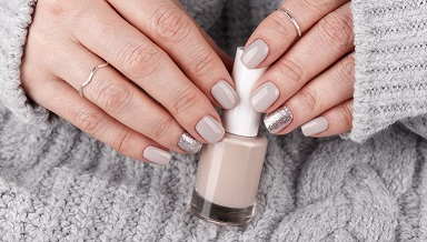 Manicure-nails-polish